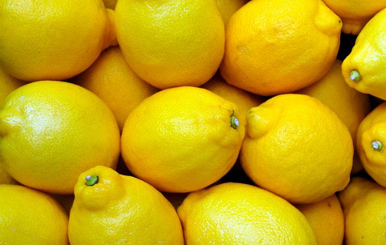 Полезно ли протирать лимоном лицо?